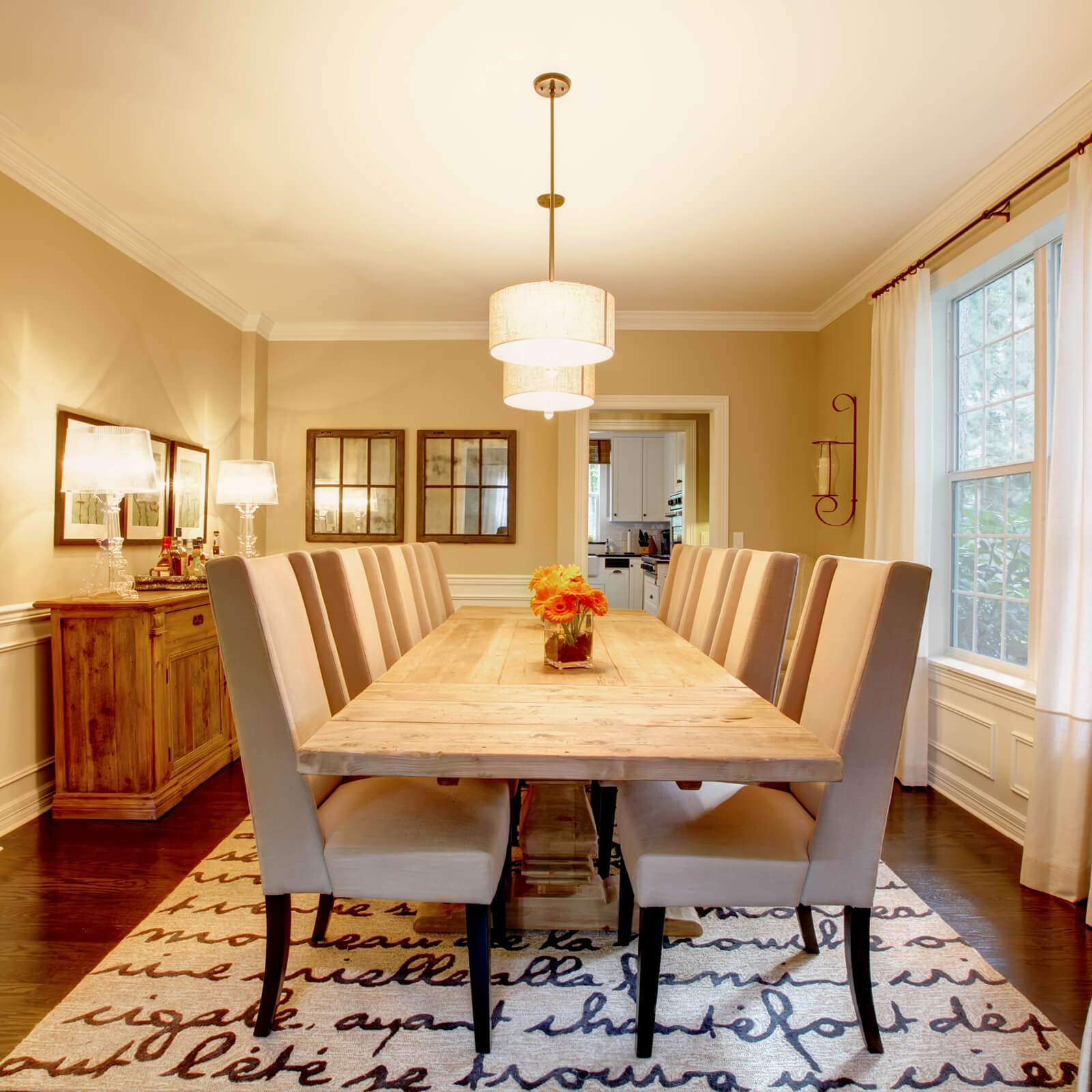 Dining table | Webb Carpet